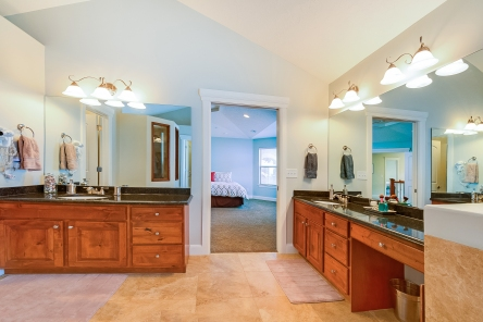 1858_e_seven_oaks_ln_MLS_HID1094324_ROOMmasterbathroom1